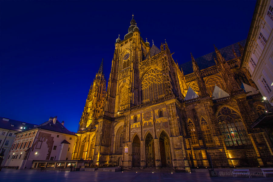 Photo of St. Vitus Cathedral at night